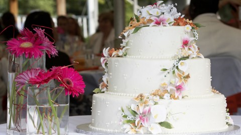 money saving tips for planning a wedding